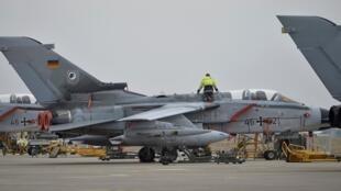 Немецкий самолет на военной базе Инджирлик в Турции, 21 января 2016.