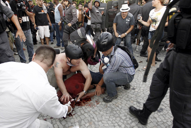 Cinegrafista da TV Bandeirantes Santiago Ilídio Andrade foi atingido por um rojão na cabeça, na semana passada, e morreu ontem (10).