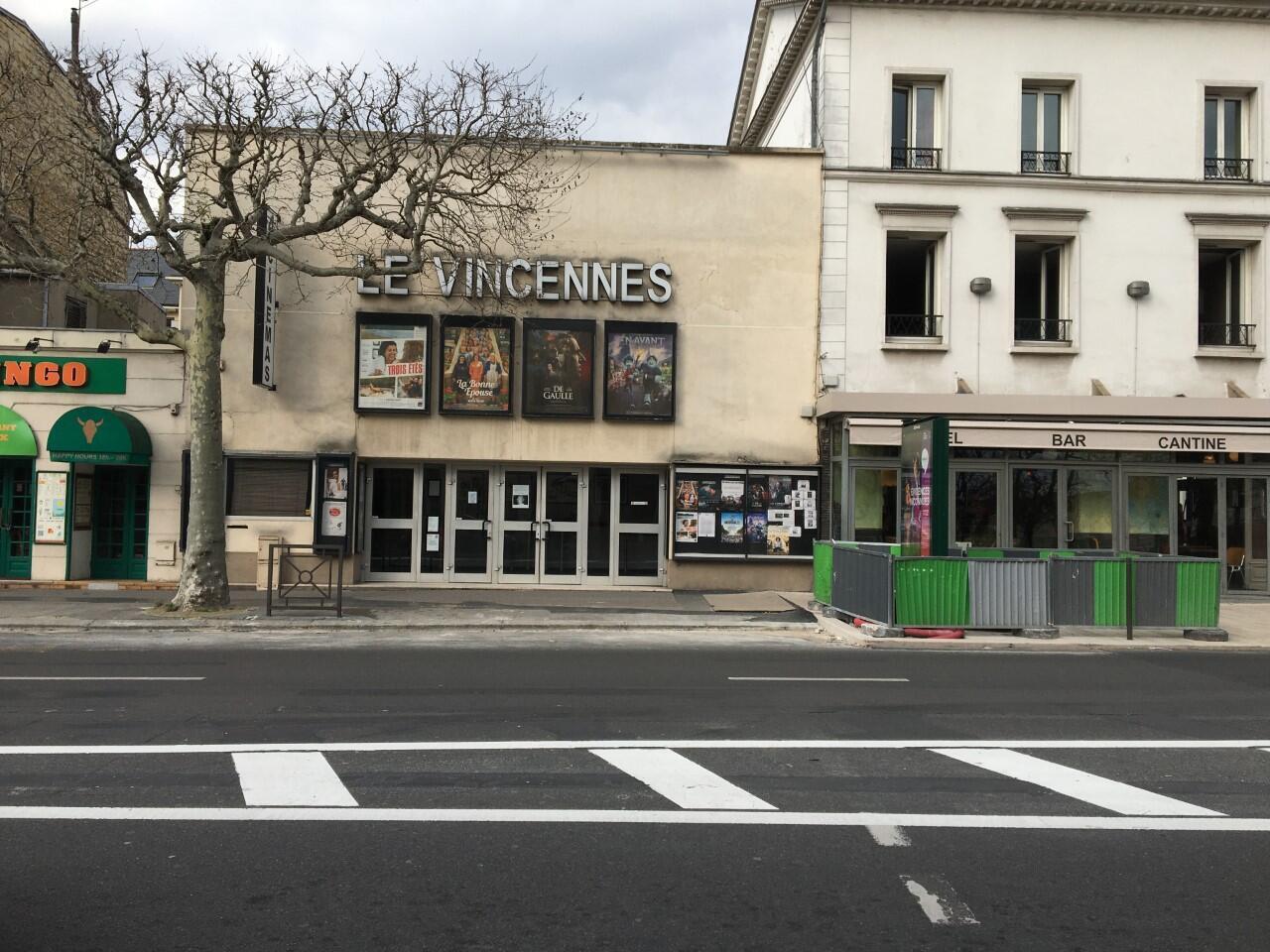 Salle de cinéma désertée à Vincennes, en région parisienne, en raison du confinement imposé par l'épidémie de coronavirus.