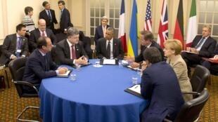 Table ronde de chefs d'Etat et Premiers ministres à Newport (Royaume-Uni) : François Hollande, Petro Porochenko, Barack Obama, David Cameron, Angela Merkel, Matteo Renzi.