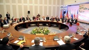 Réunion des 5 + 1 à Almaty, le 5 avril 2013.