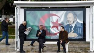 Le portrait du président algérien Abdelaziz Bouteflika, à Alger, le 11 février 2019.