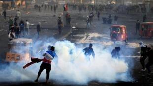 در اثر به خشونت کشیده شدن اعتراضات امروز مردم عراق، دهها تظاهر کنند در چندین شهر این کشور زخمی شدند.