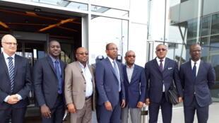 Enregistrement du débat africain à Abidjan. De g à d : B. Leclerc, D. Coulibaly, A. Foka, C. De, M. Sylla, S. Diop, S. Zeze.