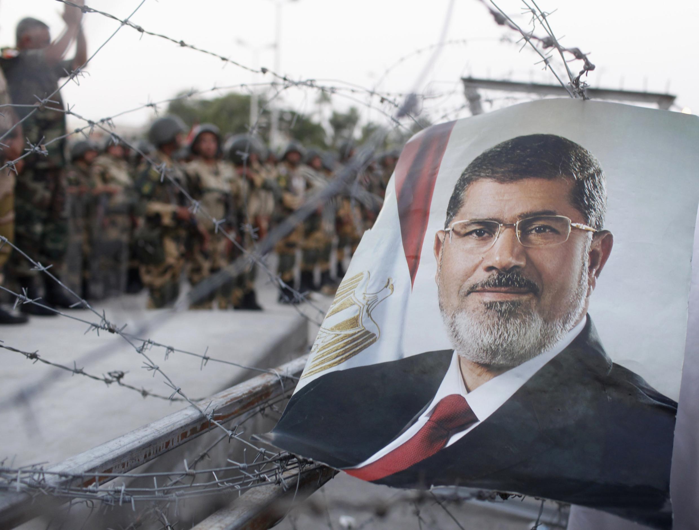 Сторонников низложенного президента Мухаммеда Мурси призвали к новым акциям протеста в субботу 6 июля 2013.