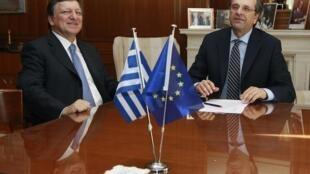 O presidente da Comissão Europeia, José Manuel Durão Barroso (esq), e o premiê grego, Antonis Samaras (dir), em reunião em Atenas.