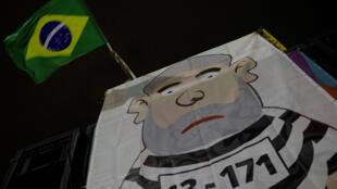 """El martes por la noche, decenas de miles de personas desfilaron en Sao Paulo al grito de """"Lula nunca más"""" y de aclamaciones al juez Sergio Moro, gran artífice la investigación Lava Jato, que condenó a Lula en primera instancia."""