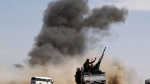 Waasi wa Libya wakiwa katika operesheni mjini Brega