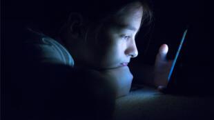 addiction aux écrans smartphone adolescent