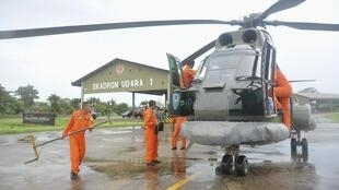 Members of the Indonesian air force are getting ready to take off from the Kubu Raya base on 28 December in order to search for the AirAsia Airbus A320.