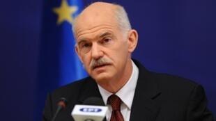 Le Premier ministre grec Georges Papandreou lors d'une conférence de presse à Bruxelles, le 11 décembre 2009.