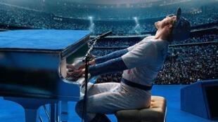 Rocketman é uma biografia do cantor britânico Elton John realizada pelo seu compatriota Dexter Fletcher com projecção em Cannes na presença do artista.