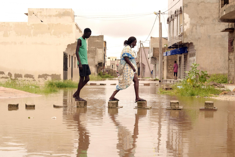 Le président Macky Sall a annoncé un plan de 10 milliards de francs CFA, dont 3 seront directement versés aux populations sinistrées à cause des inondations qui ont frappé le pays.