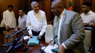 Thủ tướng bị bãi nhiệm Ranil Wickremesinghe (G) sau cuộc họp với Hiệp hội báo chí nước ngoài của Sri Lanka, Colombo, ngày 29/10/2018
