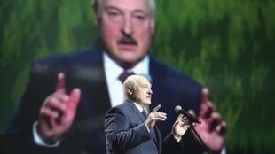 Le président biélorusse Alexandre Loukachenko lors d'un discours au Forum des femmes de Minsk, le 17 septembre 2020.