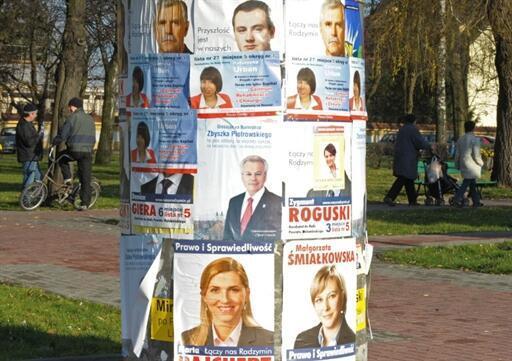 Affiches de campagne électorale pour les municipales polonaises du 21 novembre 2010, à Radzymin (est).