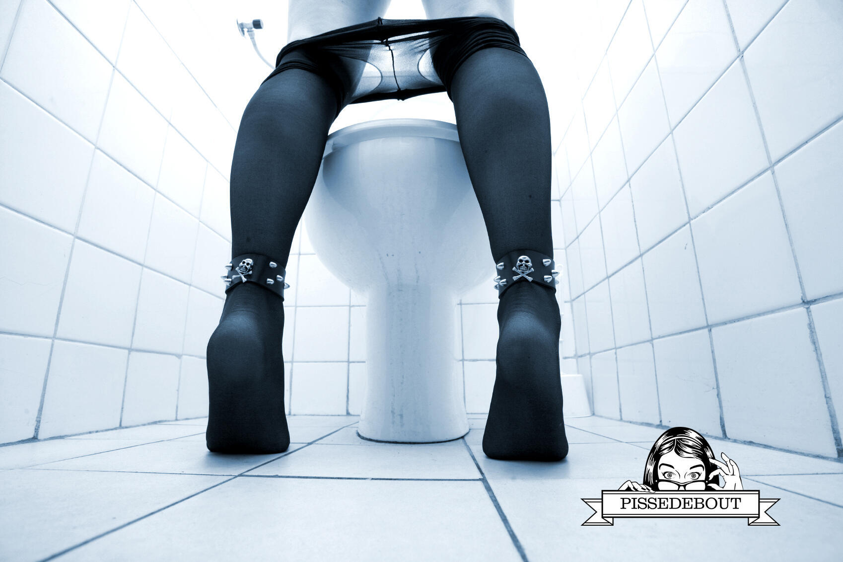 Com o urinol PISSEDEBOUT, mulheres podem fazer xixi em pé.