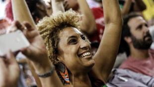 Marielle Franco, vereadora do PSOL assassinada em 2018, é homenageada em Paris.