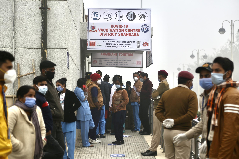 2021-01-17 india health coronavirus covid-19 vaccine queues Gandhi Super Specialty Hospital Delhi