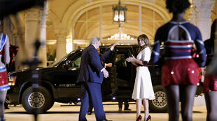 Le président Donald Trump et la 1ère dame Melania Trump en route pour le Super Bowl après une représentation de la fanfare de la Florida Atlantic University au Trump International Golf Club à West Palm Beach, Floride, le 2/2/2020.