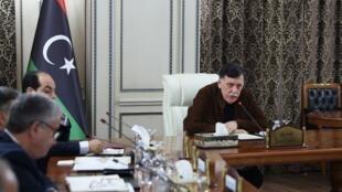 Le chef du GNA, Fayez al-Sarraj, exhorte les États-Unis, le Royaume-Uni, l'Italie, l'Algérie et la Turquie, à «activer les accords de coopération en matière de sécurité».