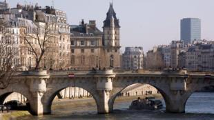 Cầu Pont Neuf - Paris.