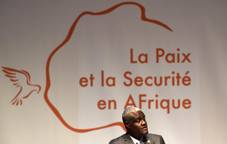 Le président de la commission de l'Union africaine, Moussa Faki Mahamat, lors de l'ouverture du quatrième Forum de Dakar, le 13 novembre 2017.