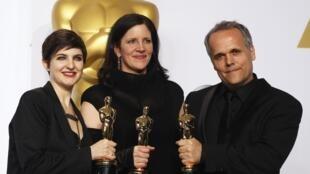 """Đoàn làm phim """"Citizenfour"""" nhận giải thưởng Oscar cho bộ phim tài liệu hay nhất."""