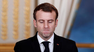 On dit Emmanuel Macron, le président français, fatigué et isolé.