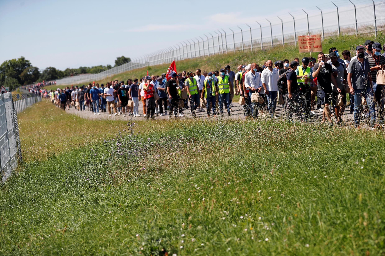 Шествие работников завода Airbus под Тулузой 8 июля 2020.