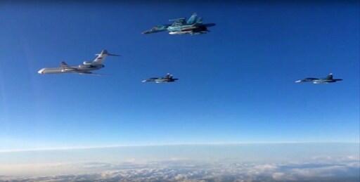 Các oanh tạc cơ Nga Tupolev-22M3 và Sukhoï-34 cất cánh từ sân bay Iran Hamadan, miền bắc Syria.