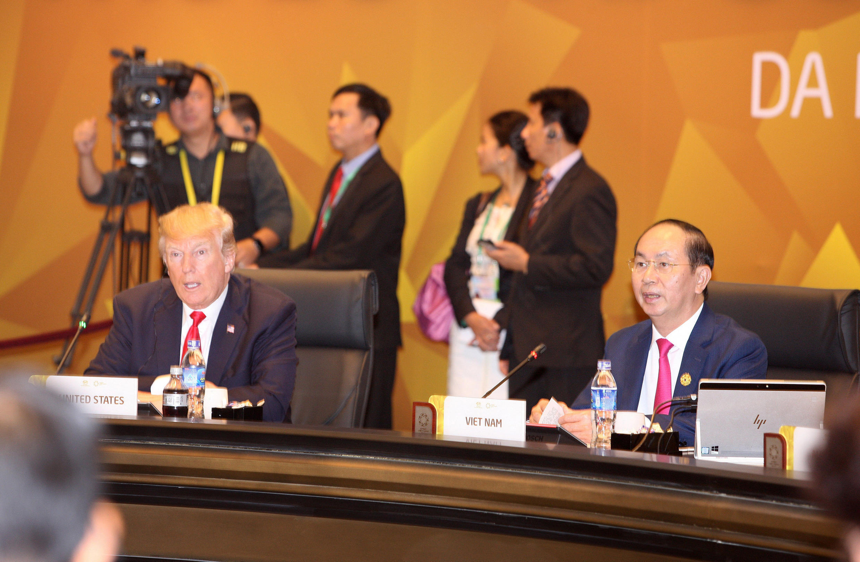 Tổng thống Mỹ Donald Trump và chủ tịch Việt Nam Trần Đại Quang tại Họi nghị Thượng đỉnh APEC  lần thứ 25 tại Đà Nẵng. Ảnh ngày 11/11/2017.
