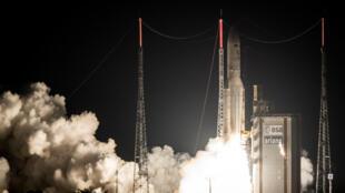 Primeiro satélite geoestacionário brasileiro para defesa e comunicações estratégicas foi lançado no Centro Espacial de Kourou, na Guiana Francesa.