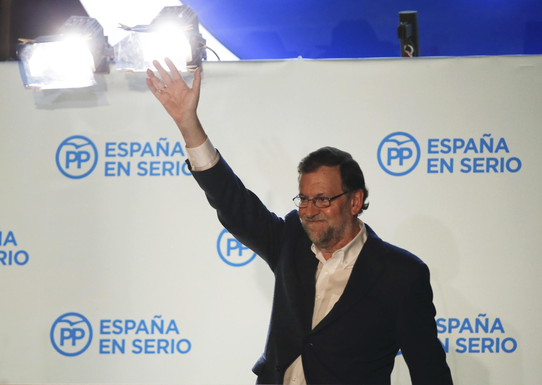 O primeiro-ministro Mariano Rajoy prometeu formar um governo com apoio parlamentar. .