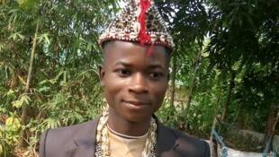 L'étudiant Honoré Shama Kwete peu avant sa mort pris en photo lors du tournage par l'un de ses camarades.