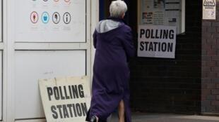 Centro de votación en Hale, Inglaterra, el 2 de mayo de 2019.