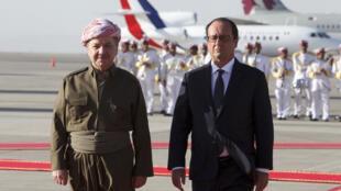 Tổng thống Pháp François Hollande được tiếp đón bởi Massoud  Barzani, lãnh đạo vùng Kurdistan Irak - REUTERS /Azad Lashkari