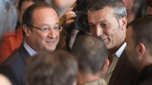 President Francois Hollande (L) talks to local union leader Edouard Martin during Thursday's visit