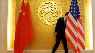 中断三个月后中美新一轮谈判在上海举行。