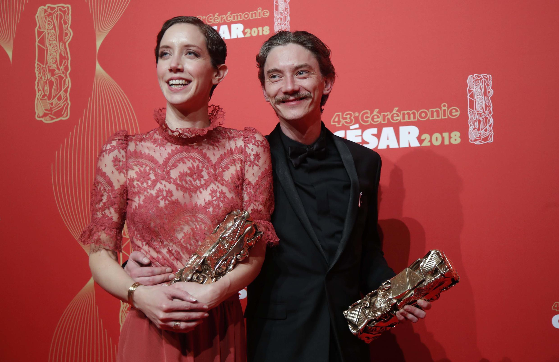Сара Жиродо и Сван Арло, актеры фильма «Мелкий фермер»