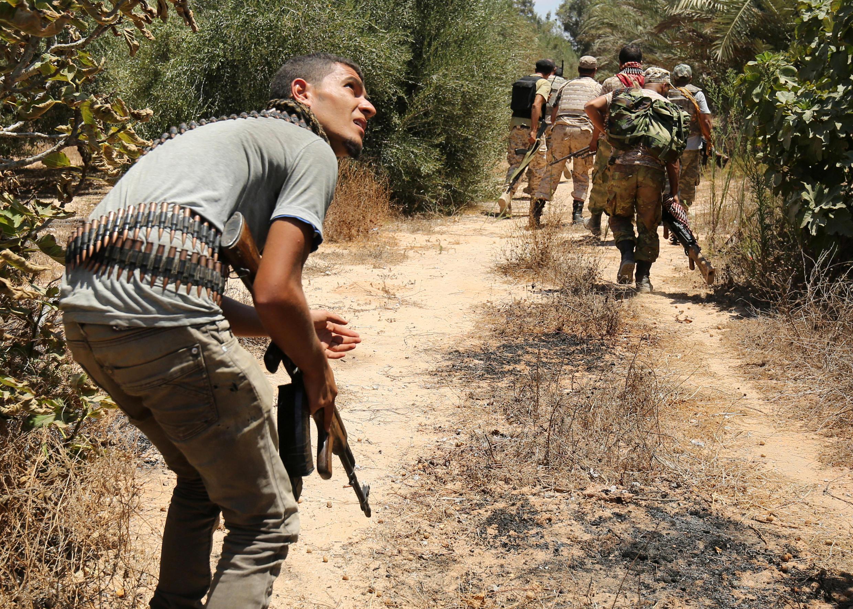 Wapiganaji wa vikosi ninavyounga mkono serikali katika mji wa Sirte, Julai 31, 2016.