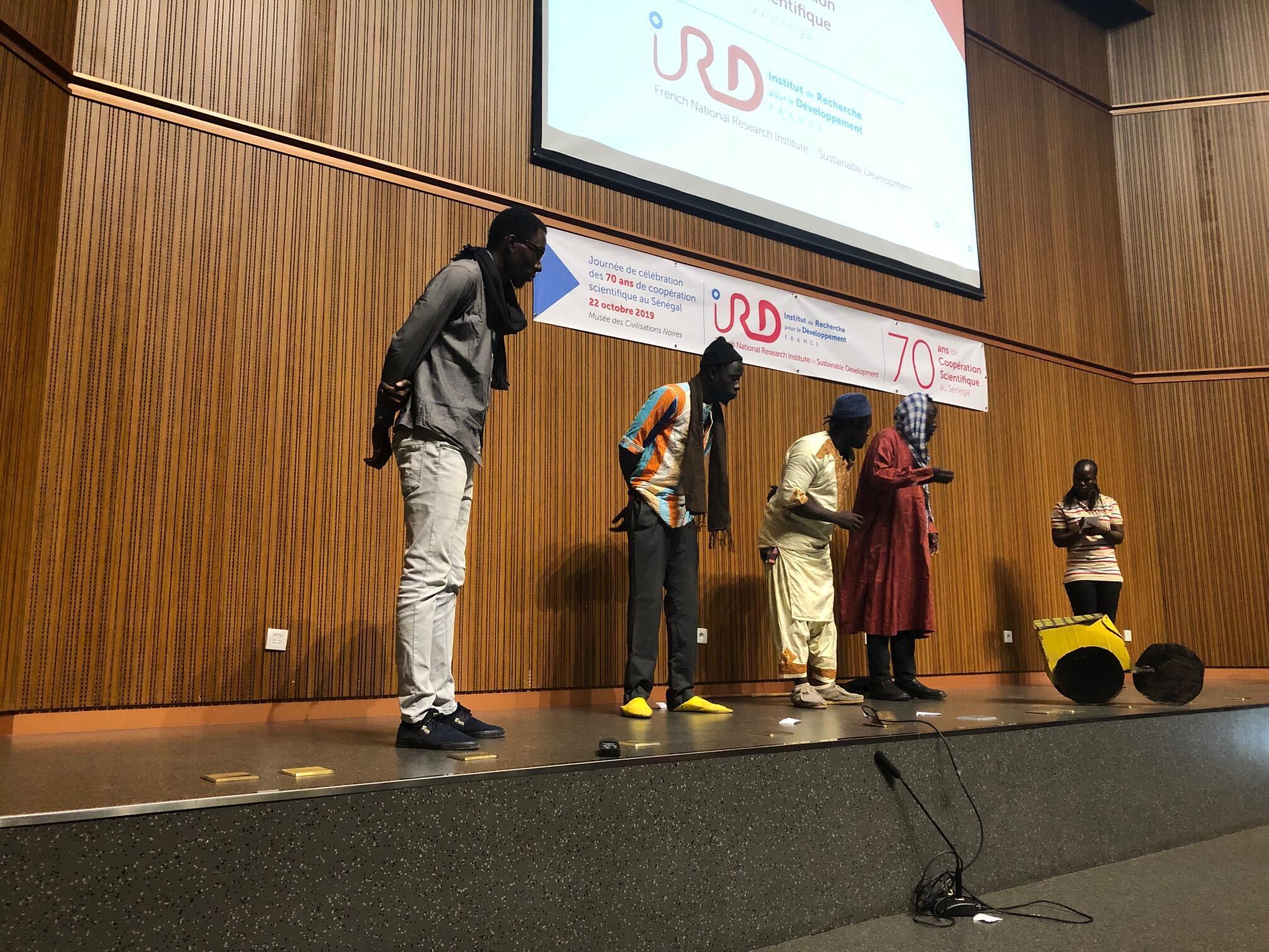 Théâtre Forum «Je m'acclimate donc je suis» à l'occasion du colloque Sciences Ouvertes au sud, en octobre à Dakar.