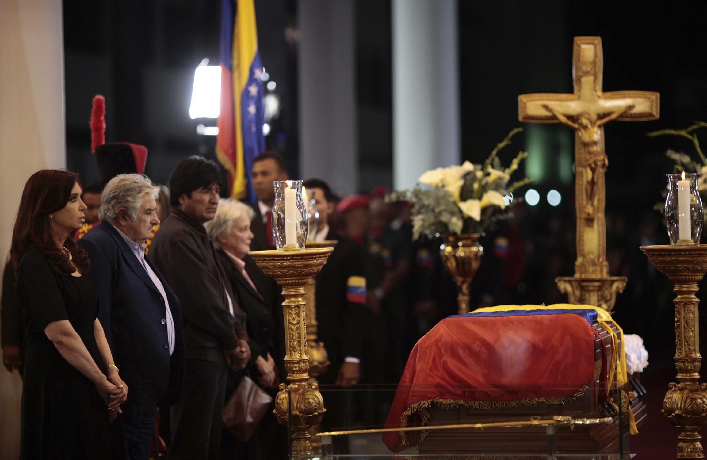 Os presidentes Cristina Kirchner, da Argentina, José Mujica, do Uruguai, e Evo Morales, da Bolívia, estiveram presentes no funeral de Hugo Chávez, em Caracas.