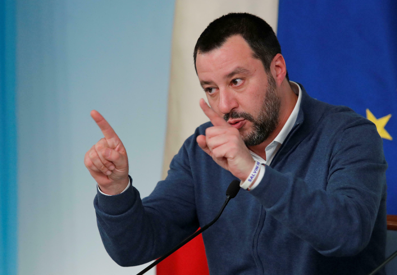 Metteo Salvini quer que a França entregue 14 ativistas à Itália.