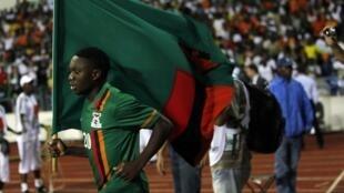 Le Zambien Emmanuel Mayuka après la finale de la CAN 2012 à Libreville.