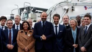O primeiro-ministro francês Edouard Philippe, a prefeita de Paris Anne Hidalgo e Tony Estanguet, presidente do Comitê Organizador de Paris dos Jogos Olímpicos e Paraolímpicos de 2024.