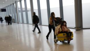 O aeroporto de Orly, na periferia de Paris, registrou uma queda de 62,1% de passageiros em 2020 devido à pandemia de Covid-19.