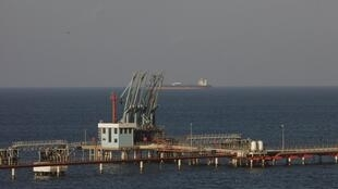 Plataforma de petróleo na Líbia: crise síria se junta a outras tensões regionais e apreensão do mercado inflaciona petróleo
