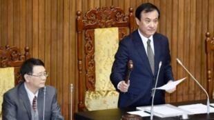 台灣立法院長蘇嘉全敲錘通過法案資料圖片