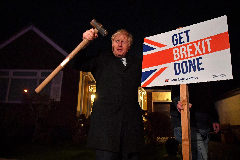 """Thủ tướng Anh Boris Johnson với khẩu hiệu """"Get Brexit Done"""" đã thắng lớn trong cuộc bầu cử Quốc Hội ngày 12/12/2019."""